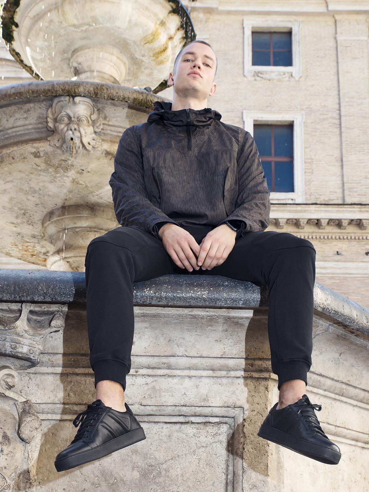 Urban Balck Sneakers Model